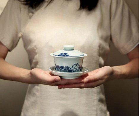 Hand painted Imperial Style Porcelain gaiwan