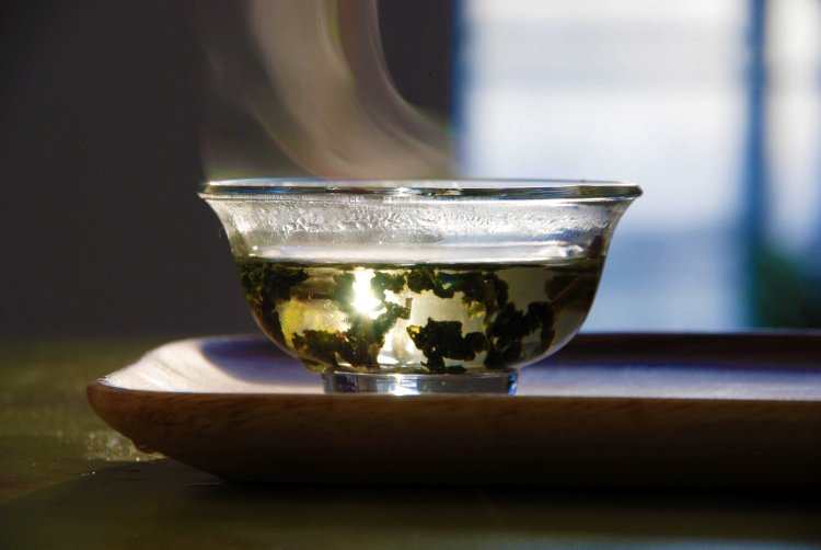 Man Cha Milky Oolong Tea in Glass Gaiwan
