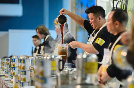 Shanghai regional tea-making champion Liang Yuan Hui pours his brew at the Hong Kong Style Milk Tea International Final at the 2016 Hong Kong International Tea Fair. Photo: AFP